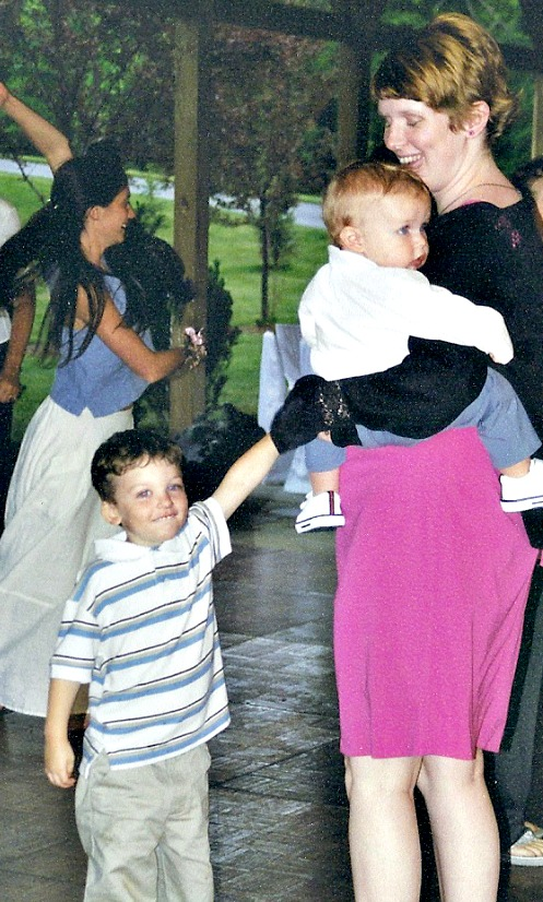 dancing at wedding with kids